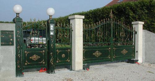 Автоматические ворота въезда во двор